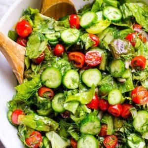 Iceberg lettuce, tomato, black olives